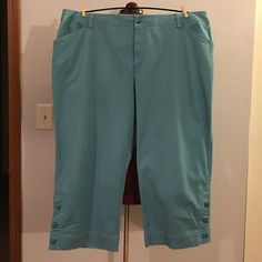 """Charter Club Turquoise Blue Katherine Fit Capris Up for grabs is this pair of capris from Charter Club Woman. They are a size 20W with a 23"""" inseam and a 43.5"""" waist, 58"""" hips and 21"""" leg openings. These cropped pants are capri style in the """"Katherine"""" fit in turquoise blue. These capris have a three button detail on the bottom outside legs. They have been gently worn and are in wonderful condition. Charter Club Pants Capris"""