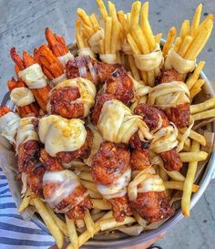 chicken sauce friepotatoes fries beef cheesy cheese pizza pasta burger so_delicious😋 snacktime dinner life lunch good_day Think Food, I Love Food, Good Food, Yummy Food, Food Porn, Junk Food Snacks, Food Platters, Food Goals, Aesthetic Food