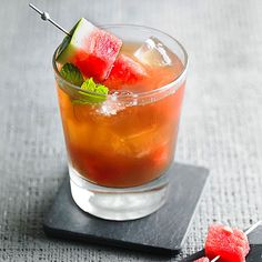 This Sweet Tea Swagger has a splash of rum and a hint of lime juice! More July 4th recipes: http://www.bhg.com/holidays/july-4th/recipes/4th-july-recipes/?socsrc=bhgpin062913sweetteaswagger=12