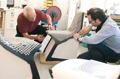 Konstantin Grcic es uno de nuestros diseñadores favoritos en el blog, y mientras últimamente ha diseñado bolsas para Maharam y hecho intervenciones como la del Appt. No°50, hace poco más de 7 años, BASF, una de las compañías de la industria química más importantes del mundo, le encargó a Grcic una silla usando su nuevo material Ultradur® High Speed.