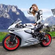 die 105 besten bilder von frauen motorrad in 2019. Black Bedroom Furniture Sets. Home Design Ideas
