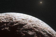 Passando Netuno, na parte exterior do sistema solar, astrônomos descobriram um objeto misterioso, num plano quase perpendicular ao resto dos planetas.