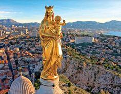 Notre-Dame de la Garde n'est pas un édifice de dimensions énormes ; on peut voir partout dans le monde des constructions plus vastes. Seules la longueur de la crypte et la hauteur de la statue de la Vierge entrent dans le domaine du peu fréquent (11,20 m).…