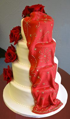 The traditional Western white wedding cake, made desi by the draped red sari
