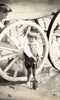 Child in front of a bathing machine