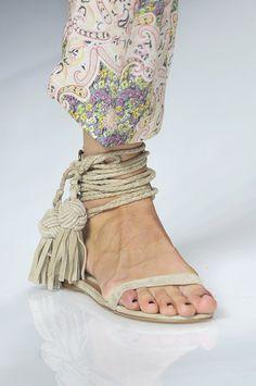 Etro Spring 2010 - Details.. them shoes