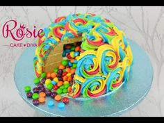 A Pinata Cake is perfect for Parties and they are so easy to make when you know how. You are going to love this collection of great ideas. Cake Piping, Buttercream Cake, Rainbow Pinata, Cake Rainbow, Diva Cakes, Pinata Cake, Cake Pop Decorating, Cupcake Tutorial, Ombre Cake