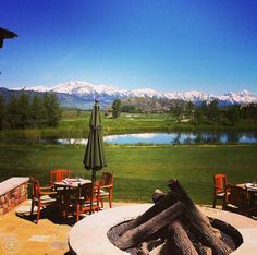 Dine al fresco on the patio // 3 Creek Ranch Golf Club