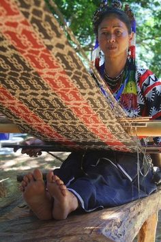 T'nalak weaving is demonstrated by the T'boli from Lake Sebu. Photo by Kate Hassaram for InterAksyon.com.