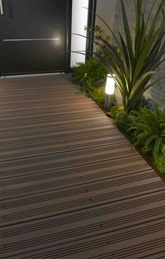 Lame de terrasse modèle DECK IT EASY http://www.lapeyre.fr/sols/terrasses-et-balcons/modules-de-terrasse/lames-de-finition-alu-pour-module-deck-it-easy.html