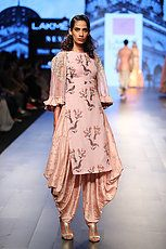 Leading Indian Designer in Bridal wear - Anushree Reddy Indian Dresses, Indian Outfits, Shadi Dresses, Indian Clothes, Ethnic Fashion, Indian Fashion, Look Short, Indian Party Wear, Lakme Fashion Week