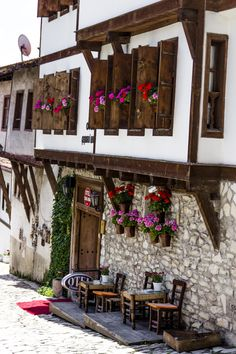 A house & hotel in Safranbolu - Karabuk, Turkey. Turkish Architecture, Cultural Architecture, Architecture Design, Turkey Resorts, Turkey Culture, Beautiful Homes, Beautiful Places, Visit Turkey, Turkey Travel