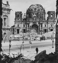 Berlin 1945 Rummelplatz vor dem Berliner Dom    BERLIN 1945-1946 - Hein Gorny - Collection Regard
