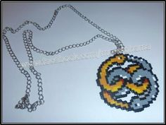 colgante historia interminable.  hama beads mini,cadena,cierre metalico plateado. planchado,montado