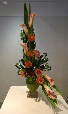 Tall asymmetry flowers >>Holliston Garden Club Dominates Boston Flower Show - Holliston Reporter Contemporary Flower Arrangements, Creative Flower Arrangements, Tropical Floral Arrangements, Church Flower Arrangements, Beautiful Flower Arrangements, Tropical Flowers, Beautiful Flowers, Exotic Flowers, Ikebana