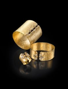 MARIKA Desert Gold is well known as a source of high quality, beautiful jewelry sets made of diamonds as well as stones. Black Gold Jewelry, Bold Jewelry, Gold Jewellery Design, Modern Jewelry, Jewelry Art, Jewelry Rings, Jewelry Accessories, Fine Jewelry, Designer Jewelry