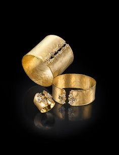 Black Gold Jewelry, Bold Jewelry, Gold Jewellery Design, Modern Jewelry, Jewelry Sets, Jewelry Rings, Jewelry Accessories, Fine Jewelry, Jewelry Designer