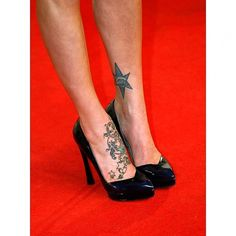 Fearne Cotton displays tattoos on her feet Rihanna Ankle Tattoo, High Heel Tattoos, Fearne Cotton, Jewelry Tattoo, Heart With Arrow, Feather Tattoos, Body Modifications, Trendy Tattoos, Shoulder Tattoo
