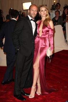 Jason Statham and Rosie Huntington-Whiteley years - 15 Celebrity Couples with Huge Age Difference Rosie And Jason, Jason Statham And Rosie, Celebrity Look, Celebrity Couples, Jason Statham Rosie Huntington, New York Girls, Rosie Huntington Whiteley, Rose Huntington, Mode Editorials