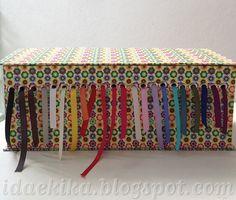 Caixa de fitas em cartonagem, feita pela Mariana