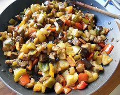 Oggi Piu Serena in Cucina vi propone la ricetta della caponata, tra i più noti antipasti siciliani, composto da verdure fritte e condite con salsa agrodolce