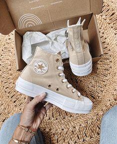 Dr Shoes, Swag Shoes, Hype Shoes, Me Too Shoes, Shoes Sneakers, Sneakers Mode, Summer Sneakers, Converse Haute, Mode Converse