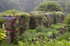 Baltimore Style hunts down a Gertrude Jekyll-style English garden and finds Cunningham Manor