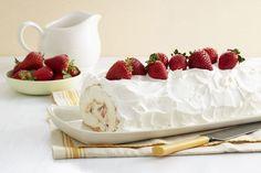 Ajoutez de l'eau à la préparation pour gâteau des anges afin d'obtenir la base de cet impressionnant  roulé onctueux aux fraises. Après l'avoir cuisiné, vous pourrez vous dire : c'est vraiment du gâteau!