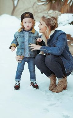 mother and son Mother Son Pictures, Fall Family Pictures, Baby Pictures, Family Photos, Mommy And Son, Mom Son, Fall Family Outfits, Boy Outfits, Winter Outfits