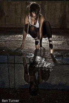urban dance - use of off camera flash, low key, dramatic lighting