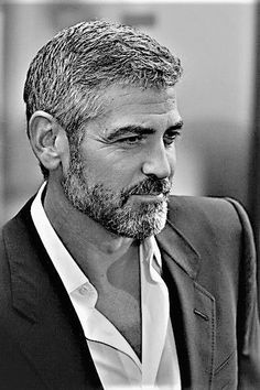 Short all over George Clooney, Famous Men, Famous Faces, Hollywood, Hommes Sexy, Black And White Portraits, Hair And Beard Styles, Gorgeous Men, Movie Stars