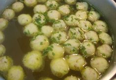 Vynikající příloha do klasické kuřecí polévky nebo do zeleninové polévky. Czech Recipes, Food 52, Dumplings, Bon Appetit, Soup Recipes, Smoothies, Food And Drink, Low Carb, Vegan