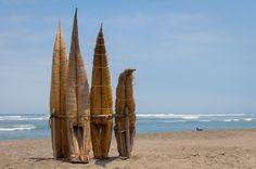 Caballitos de Torora - Los caballitos de totora son embarcaciones famosos del norte del Perú. En el balneario de Huanchaco aún se practica este arte desde la cultura Chimú. Algún dia correré una ola con uno de ellos.