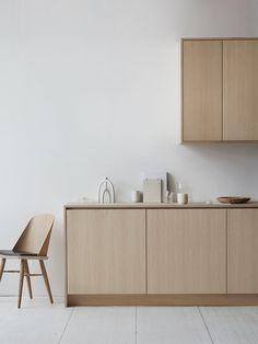 Modern Kitchen Design Nordiska Kök has developed three new kitchens inspired by nature. - Nordiska Kök has developed three new kitchens inspired by nature. Nordic Kitchen, Scandinavian Kitchen, New Kitchen, Kitchen Decor, Scandinavian Design, Wooden Kitchen, Kitchen Styling, Kitchen Ideas, Interior Design Minimalist