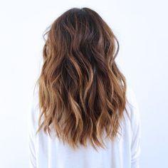 LOB: un corte de cabello largo en la parte de atrás y ligeramente más corto en la parte de enfrente. #Cabello #Hair #Castaños