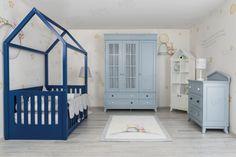Yeni bir bebeğiniz olacak ya da yeni doğmuş bir bebeğiniz var. Aklınızdaki ilk şeyin onun için güzel bir oda hazırlamak olduğunun farkındayız. Çünkü bu dünyanın en güzel varlığı, artık sizin evinize gelecek ve onun için her şeyin dört dörtlük olmasını istiyorsunuz. Bunun için de ilk görevinizin onun odasını hazırlamak olduğunu düşünüyorsunuz. Ama nasıl mobilyalar almanız gerektiğini de bilmiyorsunuz. O zaman gelin, biz size bu konuda yardımcı olalım. Drawer Bookshelf, Bookshelves, Wood Furniture Legs, Montessori, Child Safety, Plexus Products, Kids Bedroom, Baby Room, Toddler Bed