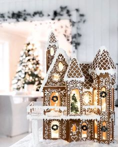 Cool Gingerbread Houses, Gingerbread House Designs, Christmas Gingerbread House, Noel Christmas, Merry Little Christmas, Winter Christmas, Christmas Crafts, Xmas, Christmas Lights