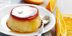 Here is a recipe for a gourmet yet simple dessert: the egg custard. Thermomix Desserts, Easy Desserts, Flan Au Caramel, Flan Dessert, Desserts With Biscuits, Vegetarian Eggs, Custard, Gourmet Recipes, Love Food