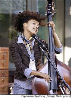 Esperanza Spalding - City of roses Music Pics, Music Images, Jazz Music, Esperanza Spalding, Musician Photography, Contemporary Jazz, Piece Of Music, Jazz Festival, Beauty Women