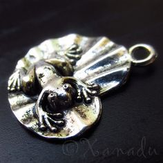 10PCs Frog On A Leaf Wholesale Silver Plated Pendant Charms - C0859