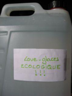 Lave-glace écologique du Blog Kalawangue  10 cl de vinaigre d'alcool (il sert à nettoyer les vitres de la maison, pourquoi pas celles de la voiture ?) - 10 cl de vodka bon marché (il s'agissait d'un fond de bouteille utilisée pour faire des macérations) - 2 c à s cristaux de soude  dégraissant - 1 c à s savon noir liquide - eau  Met tous  ingrédients dans le bidon de 5 l compléter avec eau  le mélange ne s'est pas figé  pendant l'hiver. Recette testée et approuvée  écologique et économique