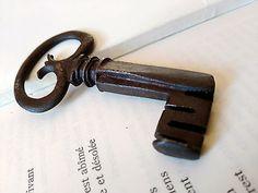 Chiave antica barocca secolo XVII old key 1600 in ferro battuto forgiato a mano