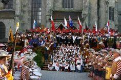 """Thousand of visitors come to the """"City Wall Fest"""" in Nördlingen, Germany, to see medieval arts, crafts and entertainment. http://www.gorara.com/stadtmauerfest-in-nordlingen/ Ganz Nördlingen und tausende von Besuchern freuen sich auf das traditionsreiche Fest an der Stadtmauer. Photo: Stadtmarketing Nördlingen."""