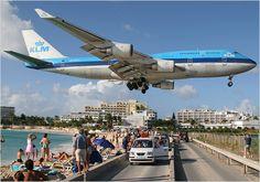 Aviones... Vuelo a baja cota. Esto si que es un vuelo bajo y lo demás tonterías (repinned by @robertocerrada)