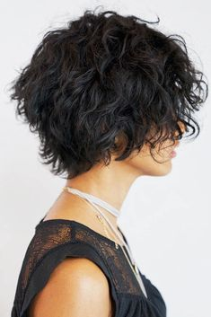 24 Different Shag Haircut Ideas To Beautify Any Texture Shag haircut is one of the most versatile and flexible cuts nowadays. Want to upgrade your cut? Let our shag ideas inspire you: check them all! Lightweight Shag Cut For Thick Curly Bob Curly Shag Haircut, Haircuts For Curly Hair, Curly Hair Cuts, Curly Bob Hairstyles, Curly Hair Styles, Hairstyles 2018, Short Shag Haircuts, Short Thin Hair, Short Hair Cuts