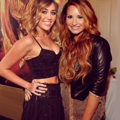 Old pic of Miley Cyrus and Demi Lovato... Here come the tears.