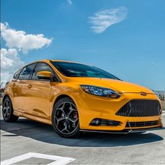 Yellow Ford Focus ST 3