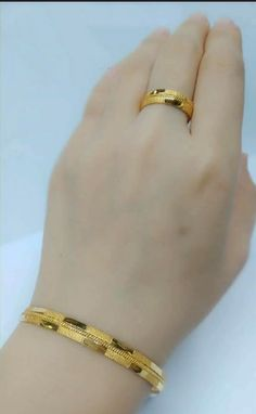 Latest gold bracelet and ring designs - Simple Craft Ideas Gold Chain Design, Gold Ring Designs, Gold Bangles Design, Gold Earrings Designs, Gold Jewellery Design, Gold Rings Jewelry, Gold Jewelry Simple, Gold Bar Necklace, Plain Gold Bangles