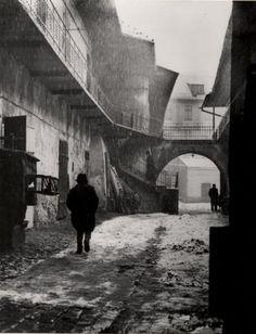 Roman Vishniac  Entrance to the Ghetto, Cracow 1937