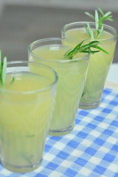 lemoniada cytrynowa z rozmarynem!!! Glass Of Milk, Grilling, Lemon, Drinks, Eat, Tableware, Smoothie, Recipes, Kitchen